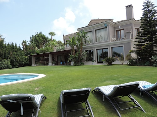 Stunning Villa in Golf Area in Sotogrande, With Open Views of the La Reserva