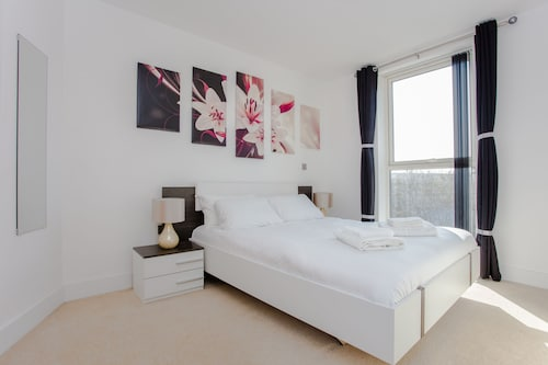 New Luxury 2 Bed Flat in Brixton - Sleeps Max 8