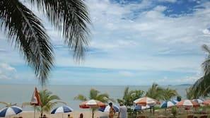 Pijat di pantai