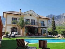 Stunning Private Villa - Beautiful Gardens & Pool