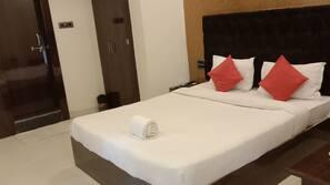 1 bedroom, Egyptian cotton sheets, premium bedding, memory foam beds