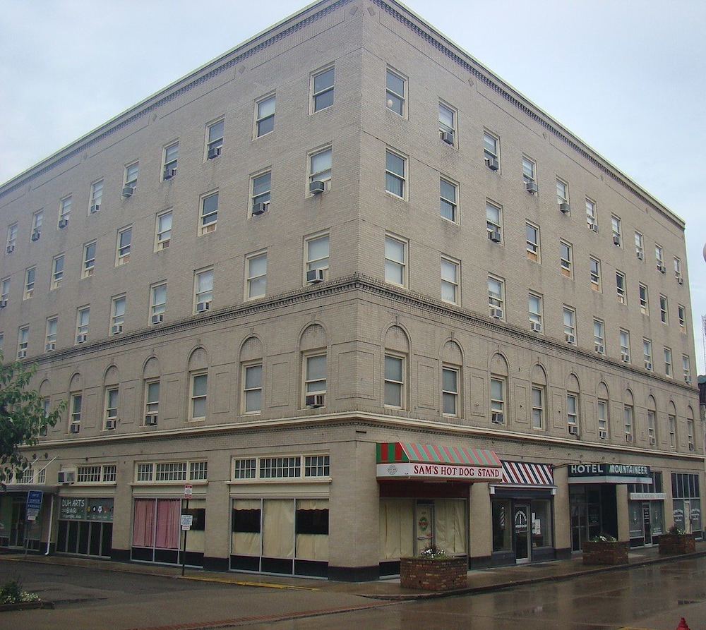 Exterior, The Mountaineer Hotel
