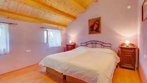 2 개의 침실, 각각 다르게 꾸며진, 각각 다르게 가구가 비치된, 무료 WiFi