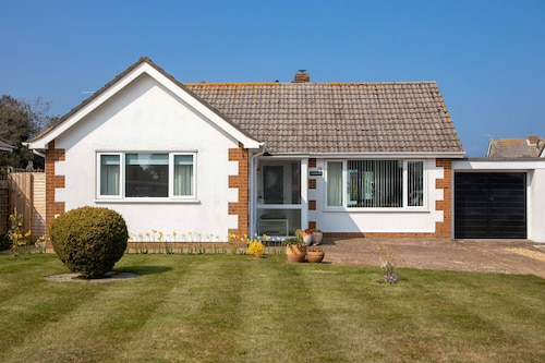 Bembridge First Class Two Bedroom Bungalow Close To Amenities And Beach