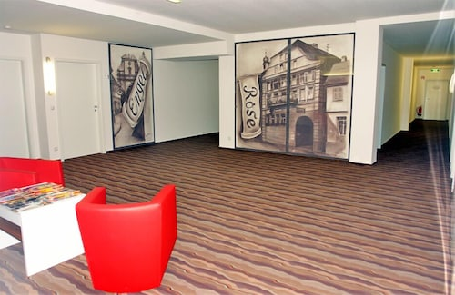 Grabhuegelfeld Am Sportplatz Accommodation Au 119 Hotels Near