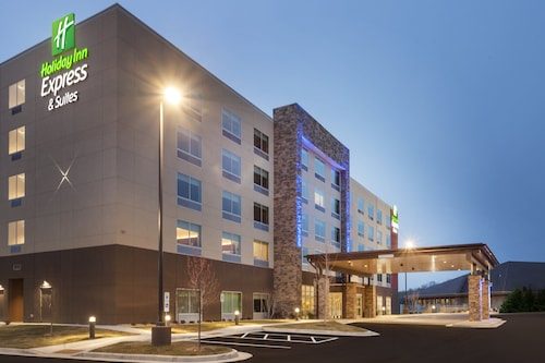 Holiday Inn Express & Suites Hudson I-94, an IHG Hotel