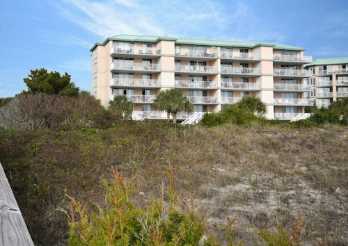 Litchfield By The Sea - Oceanfront Condo - Pool and Hot Tub