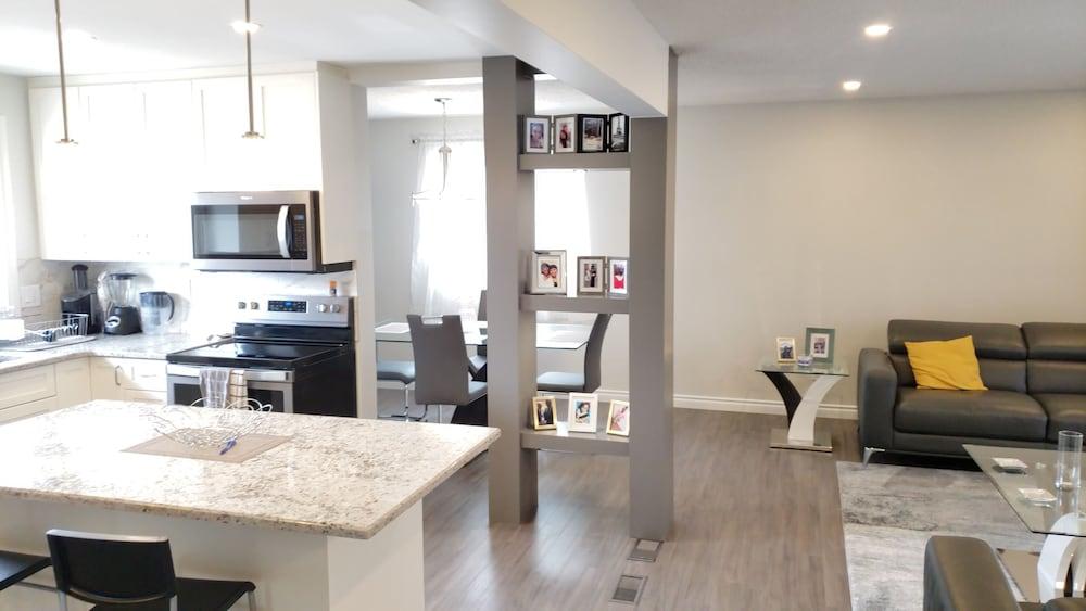 1,800 sq ft 2bdm Modern, Private House South Edmonton!: 2019
