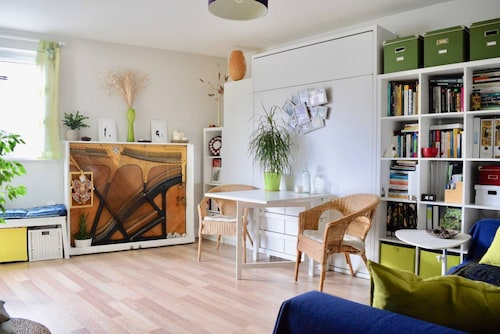 Contemporary 1 Bedroom Flat in Elephant & Castle With Balcony