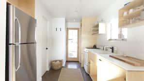 雪櫃、爐頭、廚房用具/餐具/器皿
