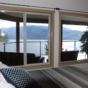 Gorgeous Mountain/water Views-lower 2 Bedroom Suite-sleeps up to 5-private Drive