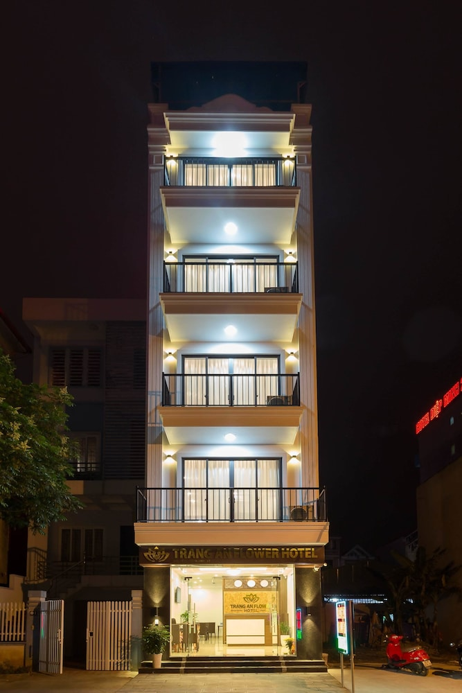 Front of Property - Evening/Night, Trang An Flower Hotel