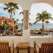 Bright + Deluxe Oceanfront Suite Spa + Pool On-site 1 Bedroom 1 Bathroom Hotel Room