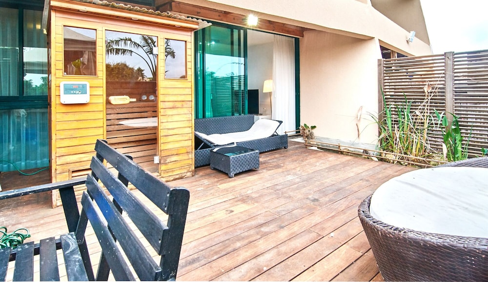 Balcony, The Resort House - Amazing 3BD Holiday Apartments for Families and Couples
