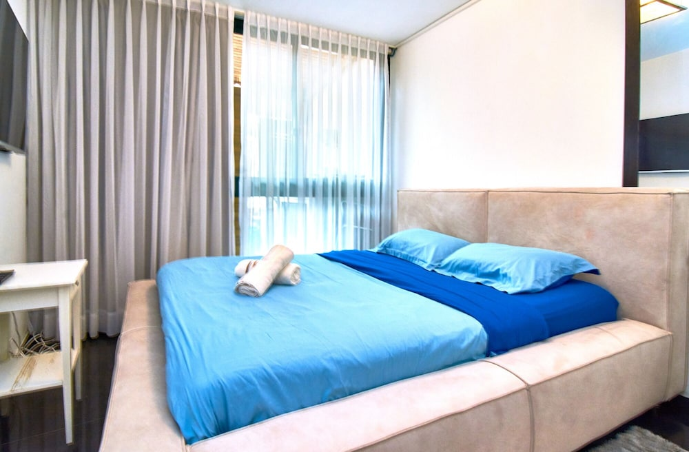 Room, The Resort House - Amazing 3BD Holiday Apartments for Families and Couples
