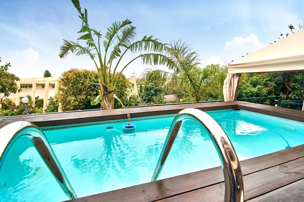 Pool, The Resort House - Amazing 3BD Holiday Apartments for Families and Couples