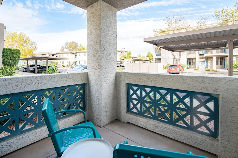 Terrace/Patio, Apts Kierland Commons by WanderJaunt