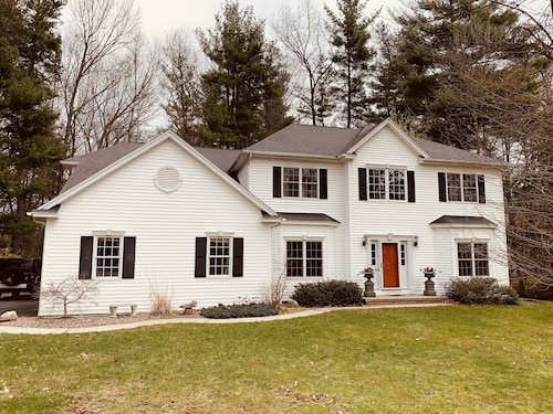 Entire Spacious Saratoga Home near Race Track, Downtown, SPAC and Lake George
