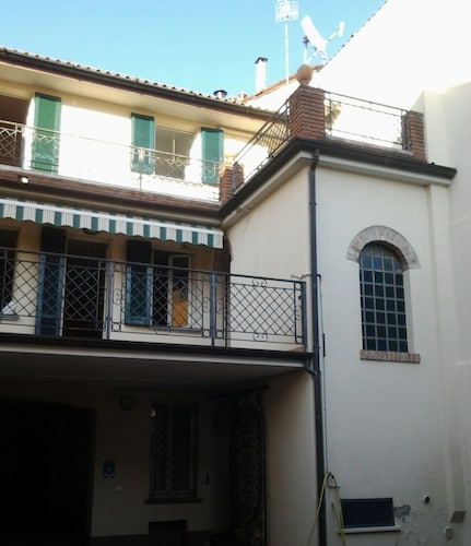 Casina Volamerlo - Holiday Home x 5 in Cremona, pet Friendly