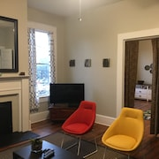 Midtown Suite: Historic Charm, Modern Convenience: 2BR Just Steps to Downtown