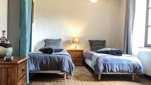 5 Schlafzimmer, Bügeleisen/Bügelbrett, Internetzugang, Bettwäsche