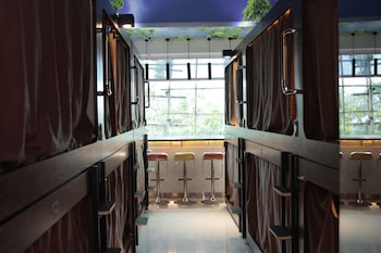 SNOOZE Capsule Hotel