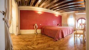 1 多间卧室、客房内保险箱、遮光窗帘、隔音