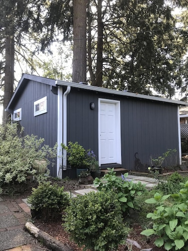 Business Bungalow in Vancouver, WA