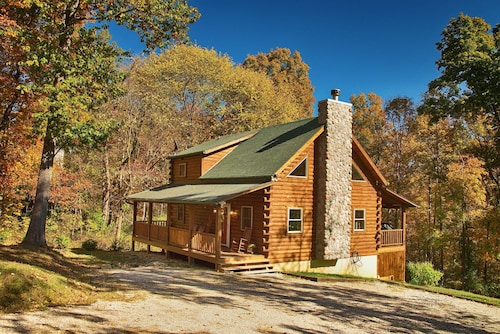 Bobcat Bluff Cabin-hocking Hills State Park- Hot Tub, Fire Place, Rec Room, Wifi