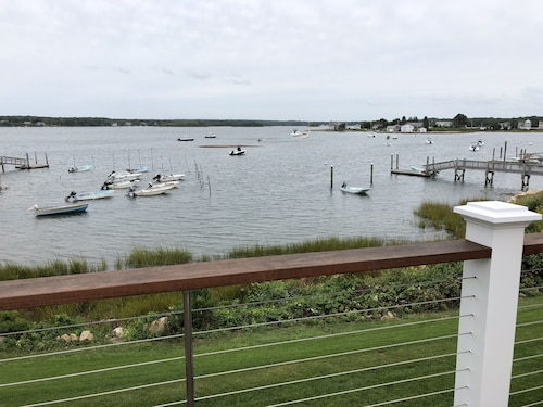 Waterfront Cottage Narragansett - Sleeps 6 Completely Remodeled!