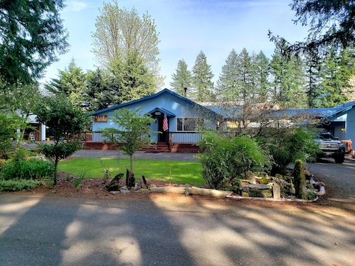 13+ Beds Heart of Cougar. Great Location / Accommodations for Large Family/grou