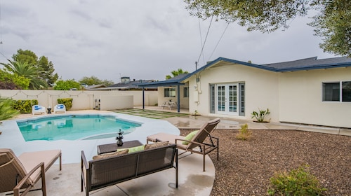 4BR Home in Scottsdale by WanderJaunt