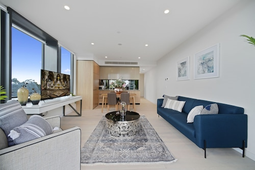 New Contemporary Apartment near Macquarie Centre