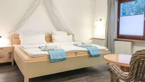 Zimmersafe, Verdunkelungsvorhänge, kostenpflichtige Babybetten