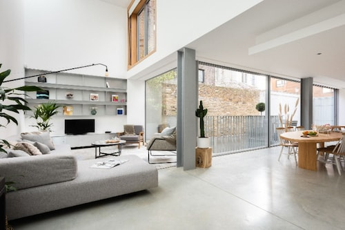 The Chelsea Walk - Modern & Bright 3bdr House With Rooftop & Parking