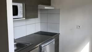 Réfrigérateur, micro-ondes, four, fourneau de cuisine