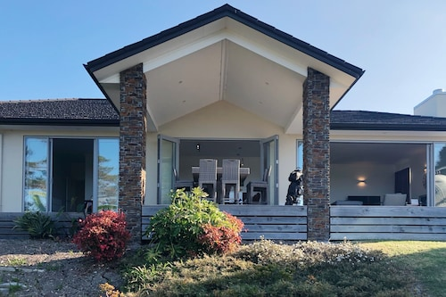 Modern Coastal Home & Award-winning Golf