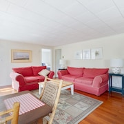 Fair Harbor Fun! Immaculate Vacation Rental