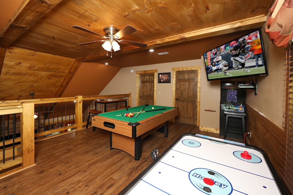Game Room, Misty Mountainside - Two Bedroom Chalet