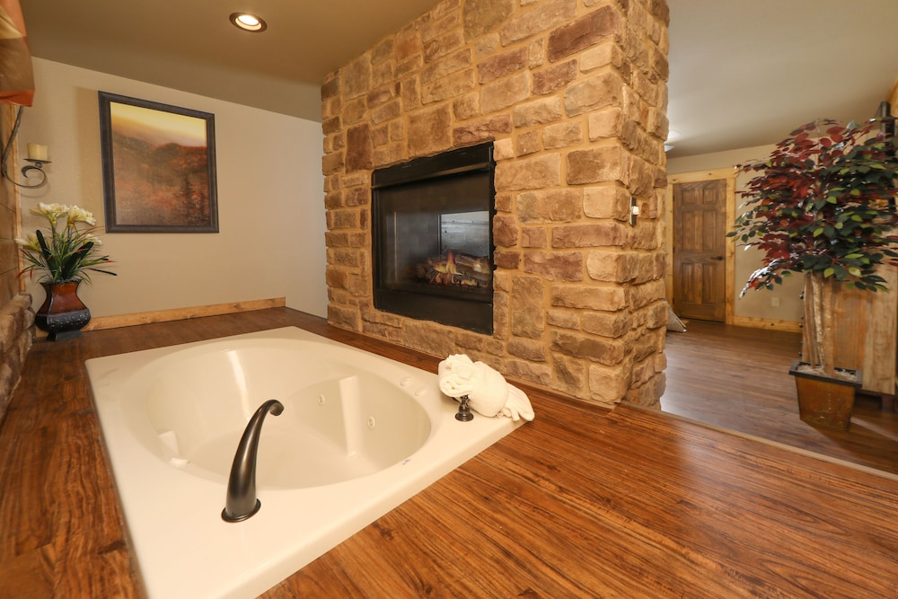 Bathroom, Misty Mountainside - Two Bedroom Chalet