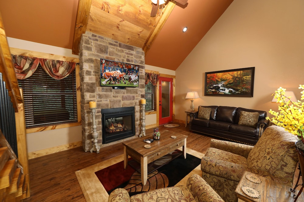 Living Room, Misty Mountainside - Two Bedroom Chalet