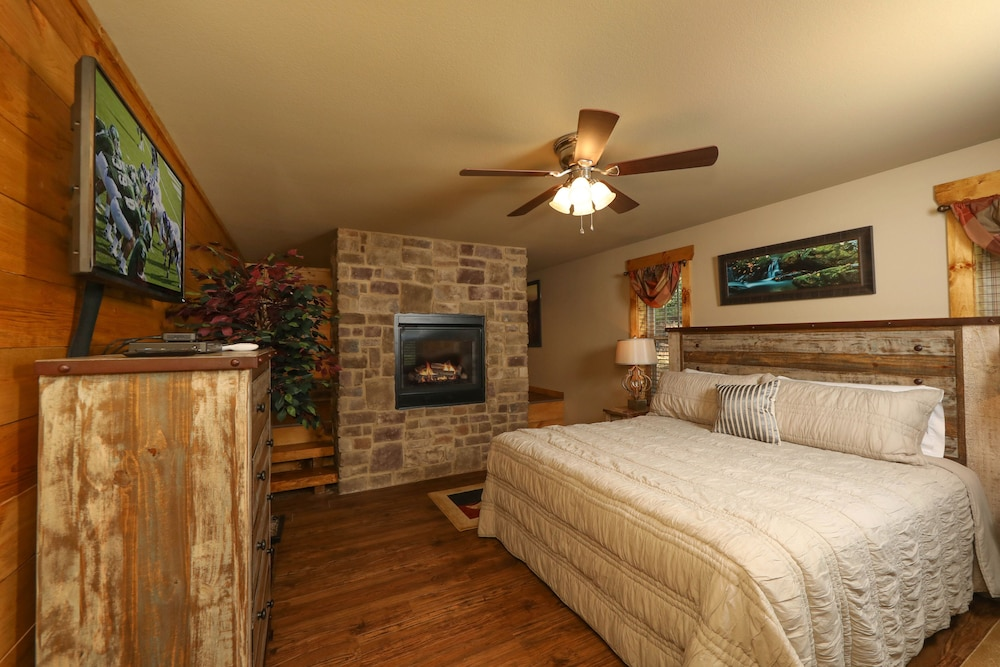 Room, Misty Mountainside - Two Bedroom Chalet