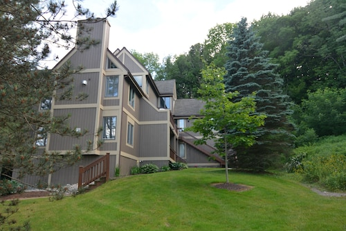 Peek' n Peak, Camelot Condo, Clymer, NY, 250 Yards From Chair #8, Sleeps 14