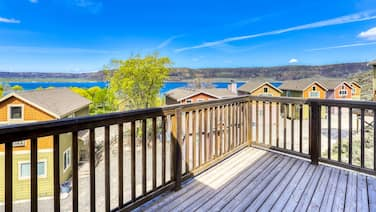Dog-friendly Dual Level Villa W/magnificent Lake Views, BBQ & Private Balcony