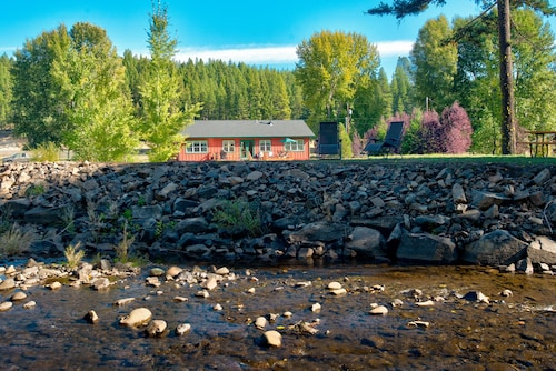 Relaxing Riverfront Home in the Cascades - Great for Families