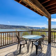 Spacious Villa Next to Banks Lake W/private Deck and BBQ - Close to Coulee Dam!