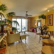 Amazing Gulf View From This Cozy Condo With Access to Shared Pool and Amenities