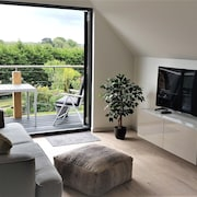 Beautifully Presented Self-contained one Bedroom Apartment