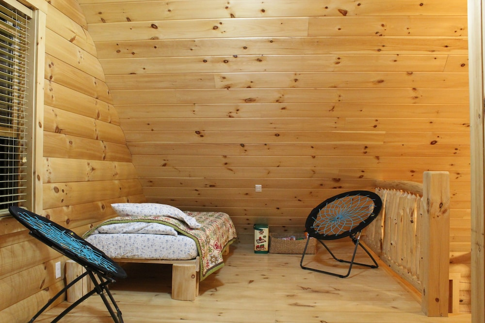 Room, Log Cabin in Picture Perfect Jackson, NH - Near Storyland in the White Mountains