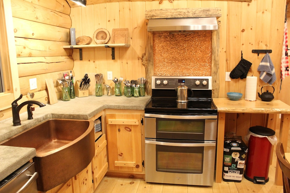 Private Kitchen, Log Cabin in Picture Perfect Jackson, NH - Near Storyland in the White Mountains
